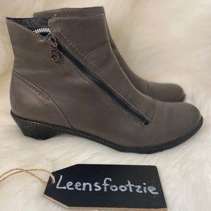 Dansko Womens Gray Billie Leather Ankle Boot